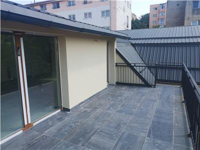 Apartament de 4 camere de vanzare in vila - zona Gruia